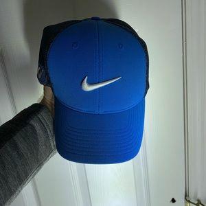 Blue Nike stretch fit golf hat